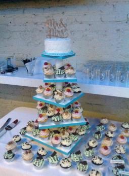 Wedding cupcake display2