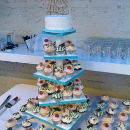 Wedding cupcake display2