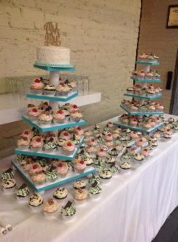 Wedding cupcake display3